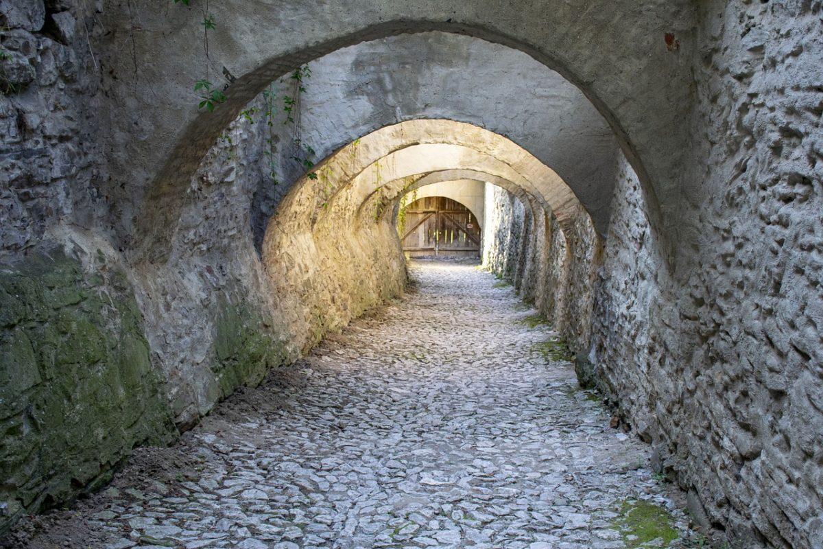 La imagen tiene un atributo ALT vacío; su nombre de archivo es puente-transilvania-1200x800.jpg