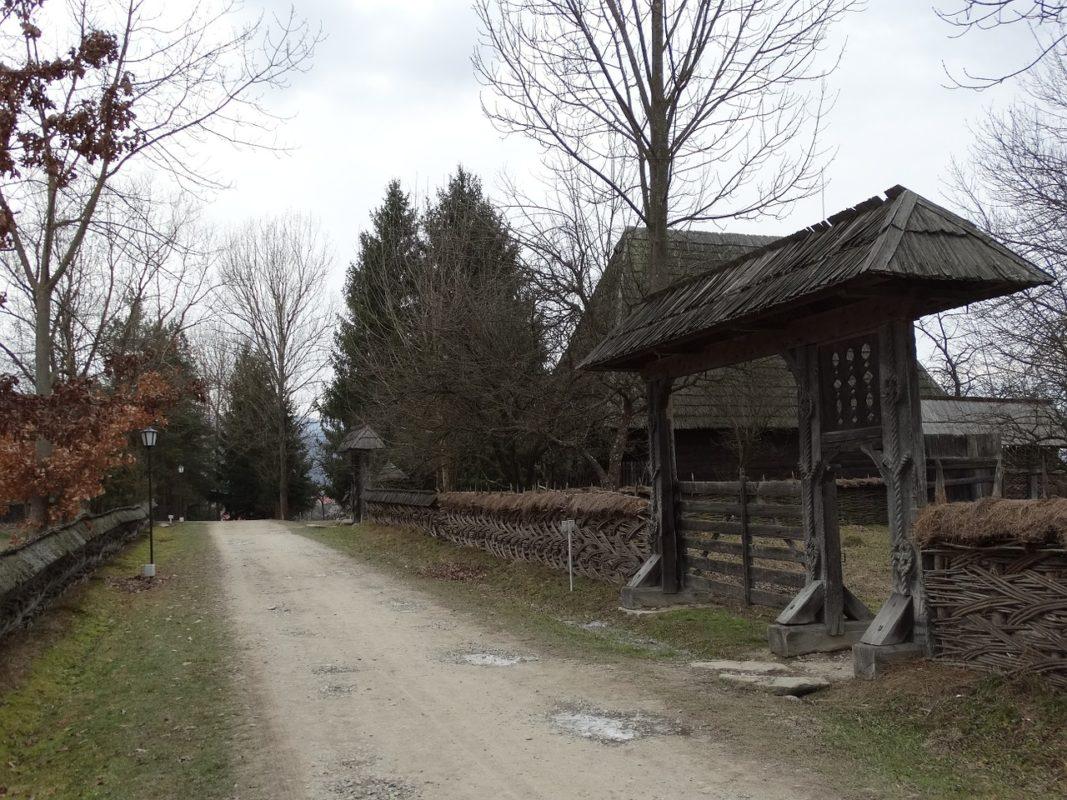puertas de madera en Rumanía